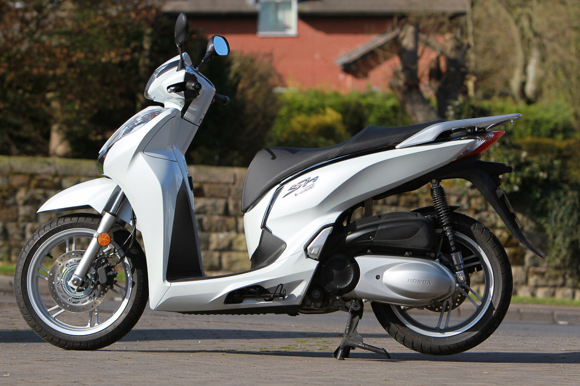2016 honda sh300i review road test scooterlab. Black Bedroom Furniture Sets. Home Design Ideas